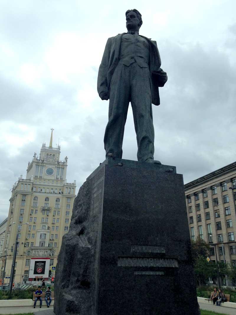 estatua-maiakovski-eusouatoa-foto-de-luisa-brasil