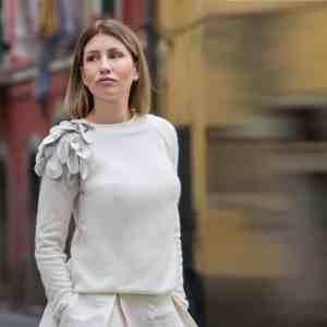 Maglione elegante donna con manica ricamata
