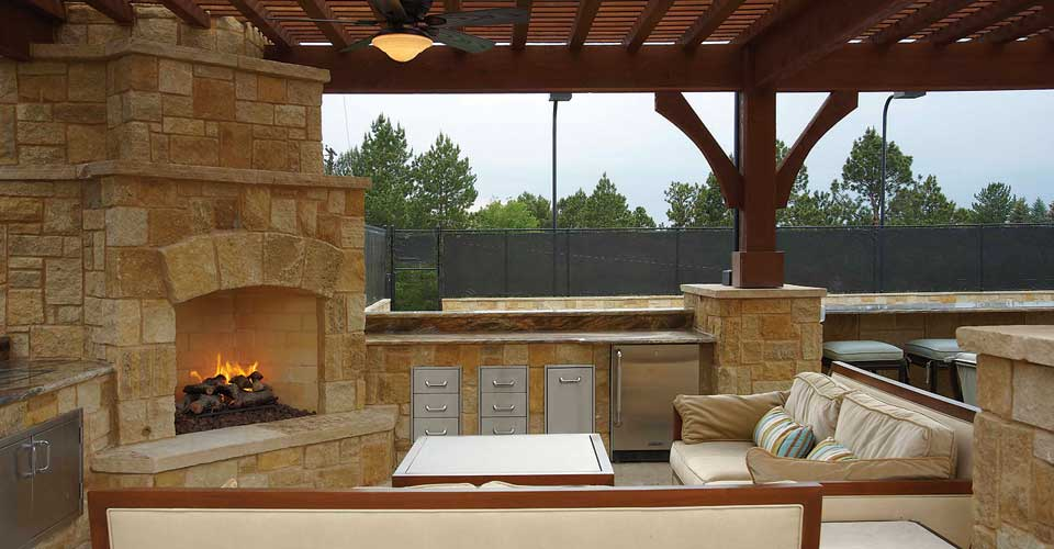 outdoor-kitchen-fireplaces-designs
