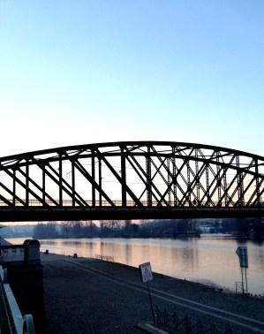 Naplavka - railway bridge - you can walk across!
