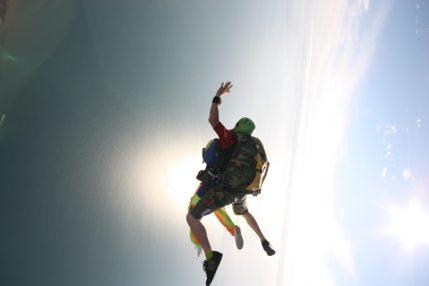 Avec une lumière aussi belle au dessus de la mer que demander de plus pour sauter en parachute