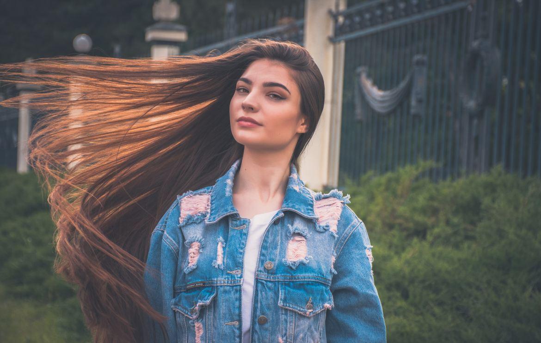 7 trucuri pentru îngrijirea corectă a unui păr lung