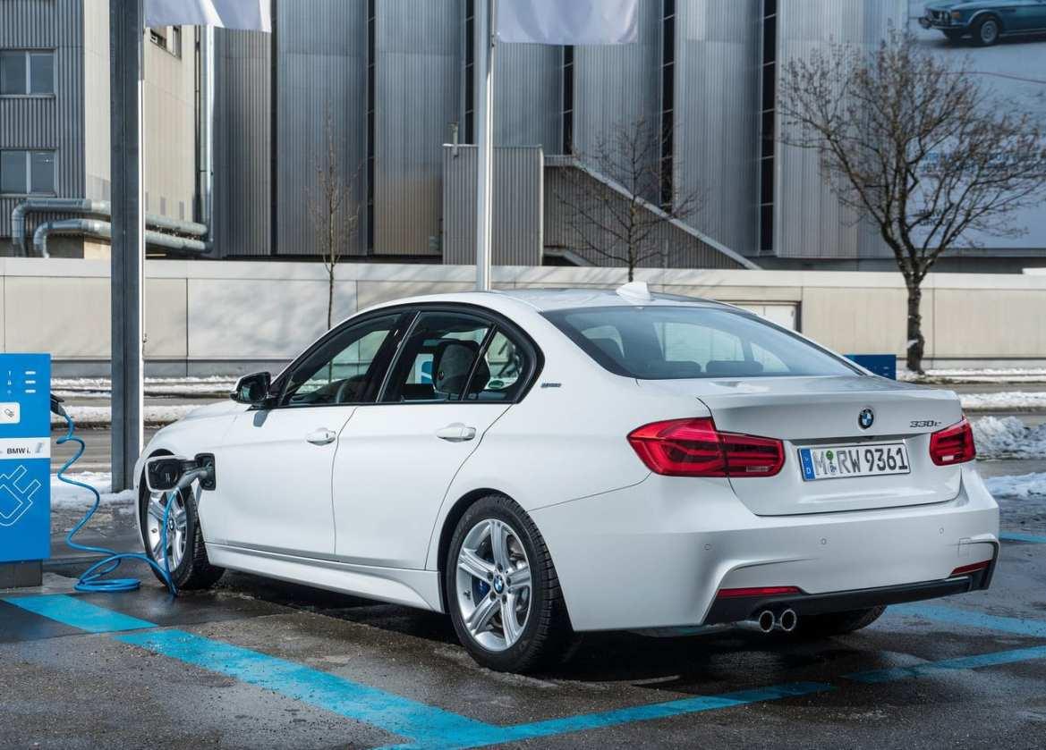 BMW 330e Exterior
