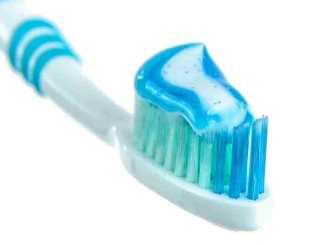 Türkiye'de On Kişiden İkisi Dişlerini Fırçalıyor!