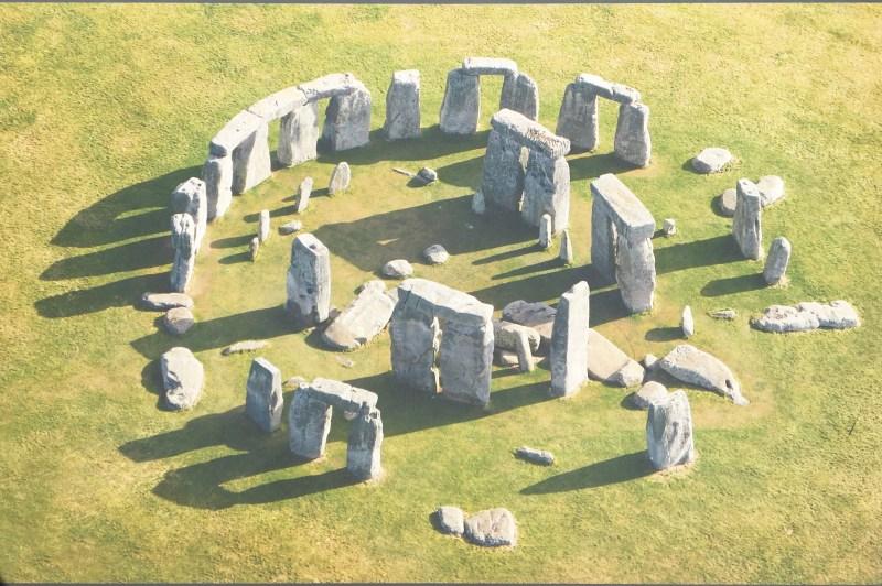 Stonehenge_E5566