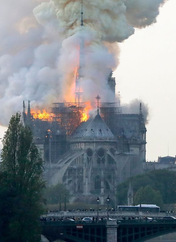 france-fire-notre-dame_4296401