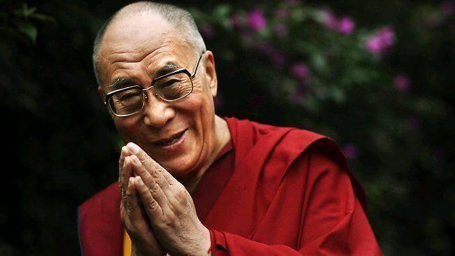 dalai-lama-mains-jointes