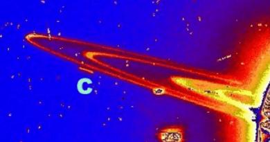 De gigantesques vaisseaux inconnus dans les anneaux de Saturne !