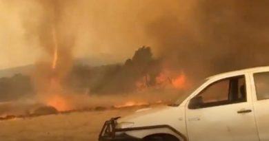 La police australienne affirme que les incendies criminels et la foudre sont responsables des feux de brousse, pas le changement climatique