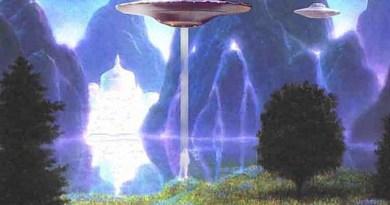 L'intraterre et les trous noirs par Radu Cinamar (voyage au centre de la Terre)