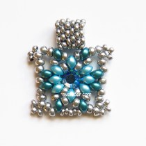 Two Hole Bead Pendant--Free beading pattern. It could be the perfect gift you've been seeking for Mother's Day or other occasions.