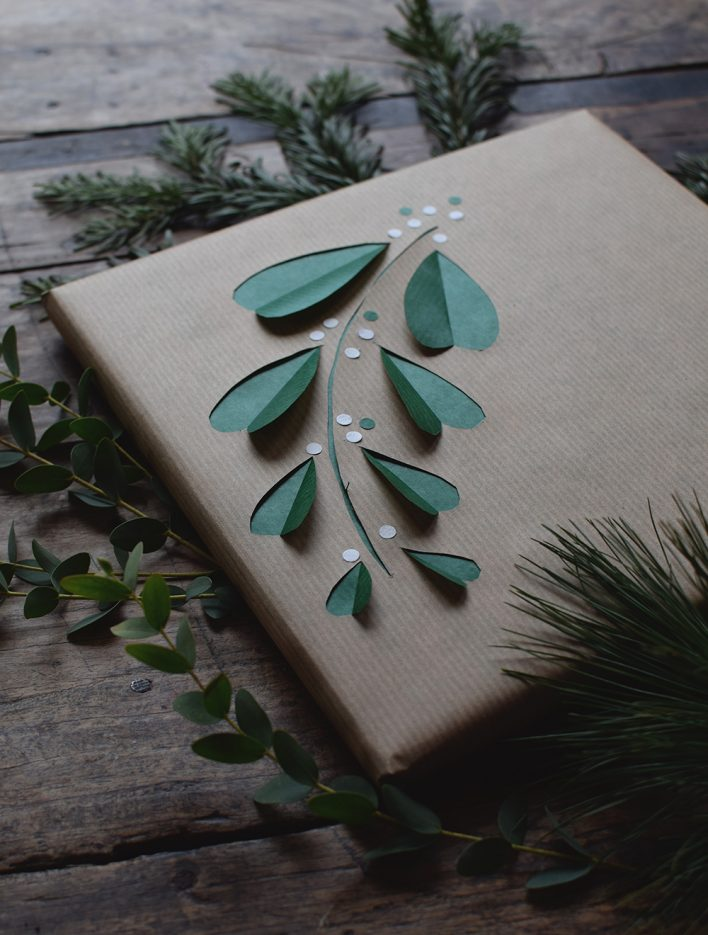 mistle-toe-gift-wrap
