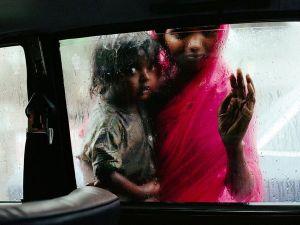 children-car-window_6751_600x450