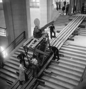 moving-the-ascent-of-the-winged-victory-of-samothrace-world-war-ii-the-louvre