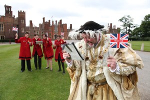 Hampton_Court_Palace_2