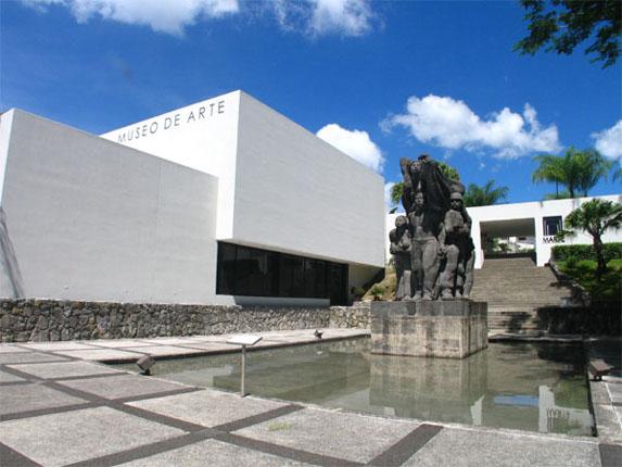 Fachada_del_Museo_de_Arte_de_El_Salvador,_Plaza_de_los_Artistas.
