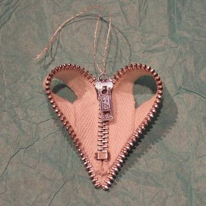 4-diy-zipper-heart-ornament