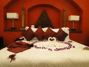 honeymoon-bed