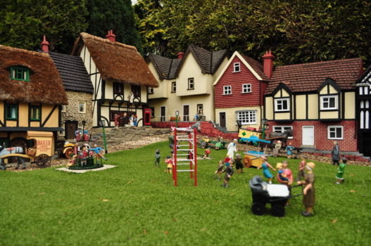 Left-leaning BBC reports Corbyn's speech at Glastonbury but ignores Mrs May's at Bekonscot model village — The Evening Haröld