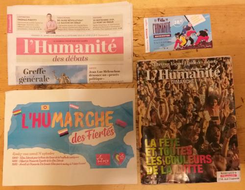 journaux humanité, humanité dimanche, billet fête de l'huma 2019 et affiche Humarche. Photo perso.