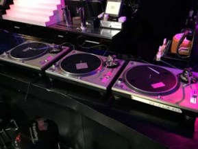 Turntables1IMG_3389