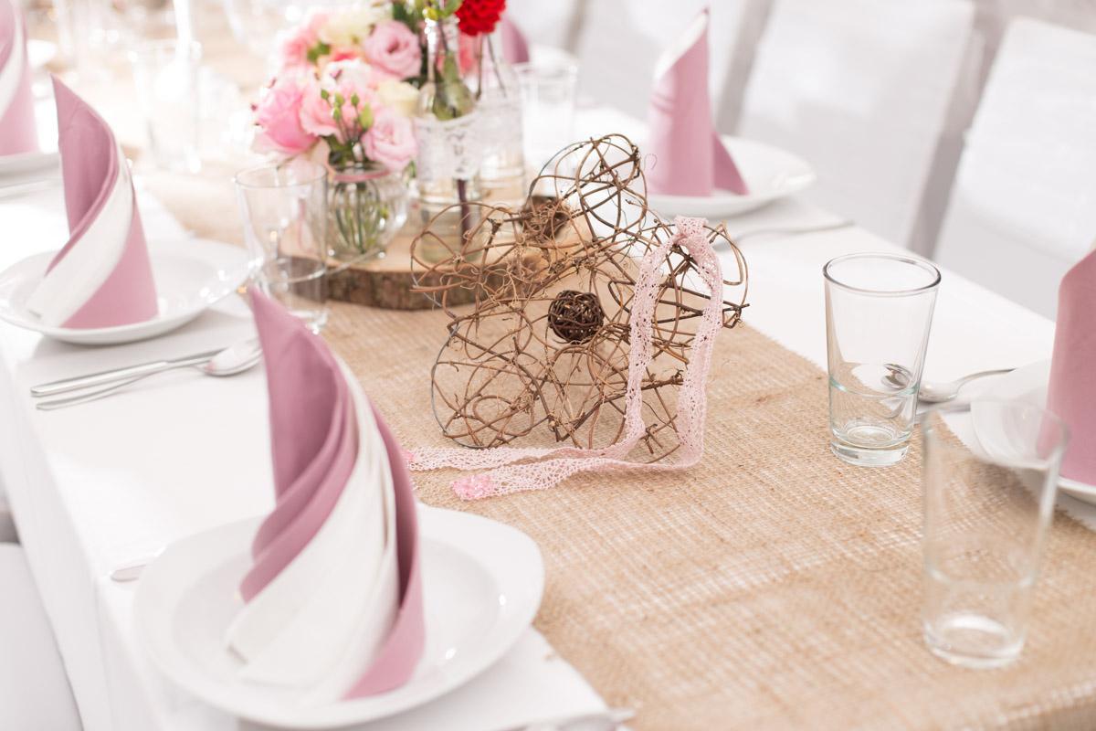 Dekoration der Tische  Eventhalle Weitblick