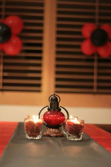 Red_and_Black_theme_Anniversary_party_decoration_04