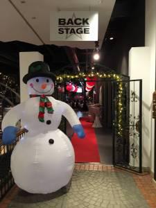 Eingangsbereich mit Weihnachtsdeko Schneemann