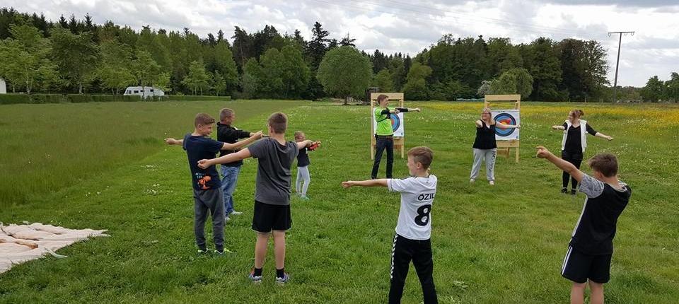 Bogenschießen-als-Kindergeburtstags-event Teambuilding im Kreis Calw und Freudenstadt