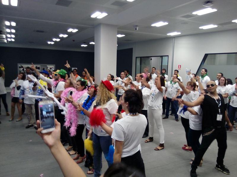 Actividad para fiestas de empresa Tu Karaoke me Suena _16