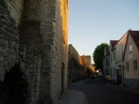 Langs med bymuren