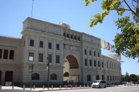 Fronten på det Olympiske stadion er bevaret i sit oprindelige udtryk som det blev bygget i 1929.