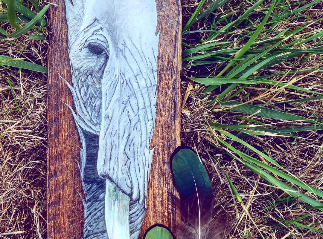 Elefant auf Feder gemalt