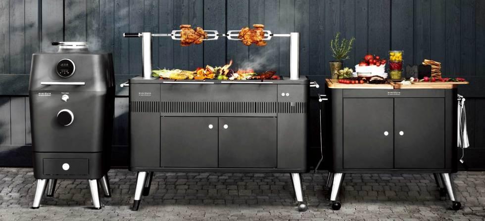 4K、HUB、以及行動備餐廚台所展現的戶外炭烤系列設備