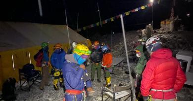 Climbers-preparing-to-depart-EBC-Ang-Jangbu-Sherpa