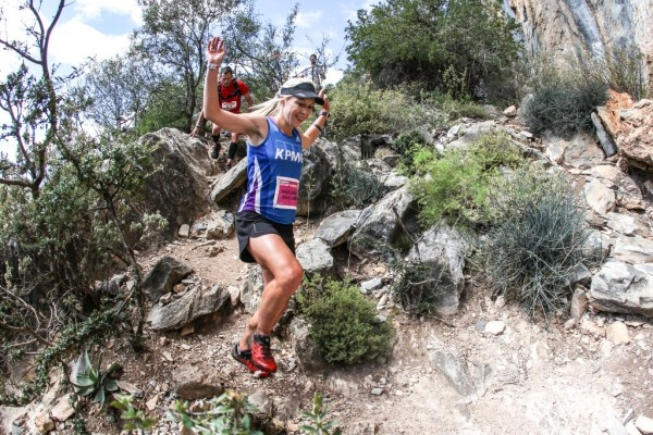 KPMG's Danette Smith descends a technical section of trail on Stage 3 of the Fairview Dryland Traverse, on the 6th of November 2016. Photo by: Oakpics/Fairview Dryland Traverse/SPORTZPICS {dem16gst}