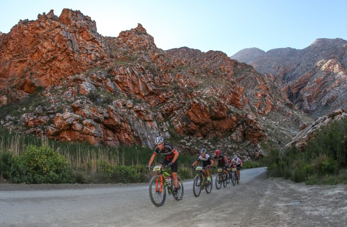 Jan-Paul Gerber leads a select group of riders up the Seweweekspoort during the 2017 Ladismith Cheese 7Weekspoort MTB Challenge. Photo by Oakpics.com.