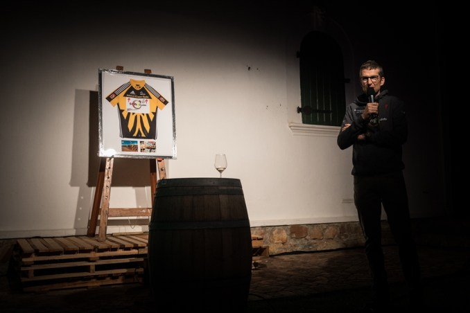 The most sought after item auctioned off at the Dornier Wines songo.info 10th anniversary celebration was a 2011 Absa Cape Epic leader's jersey, autographed by Burry Stander and Christoph Sauser. Photo by Michal Červený.