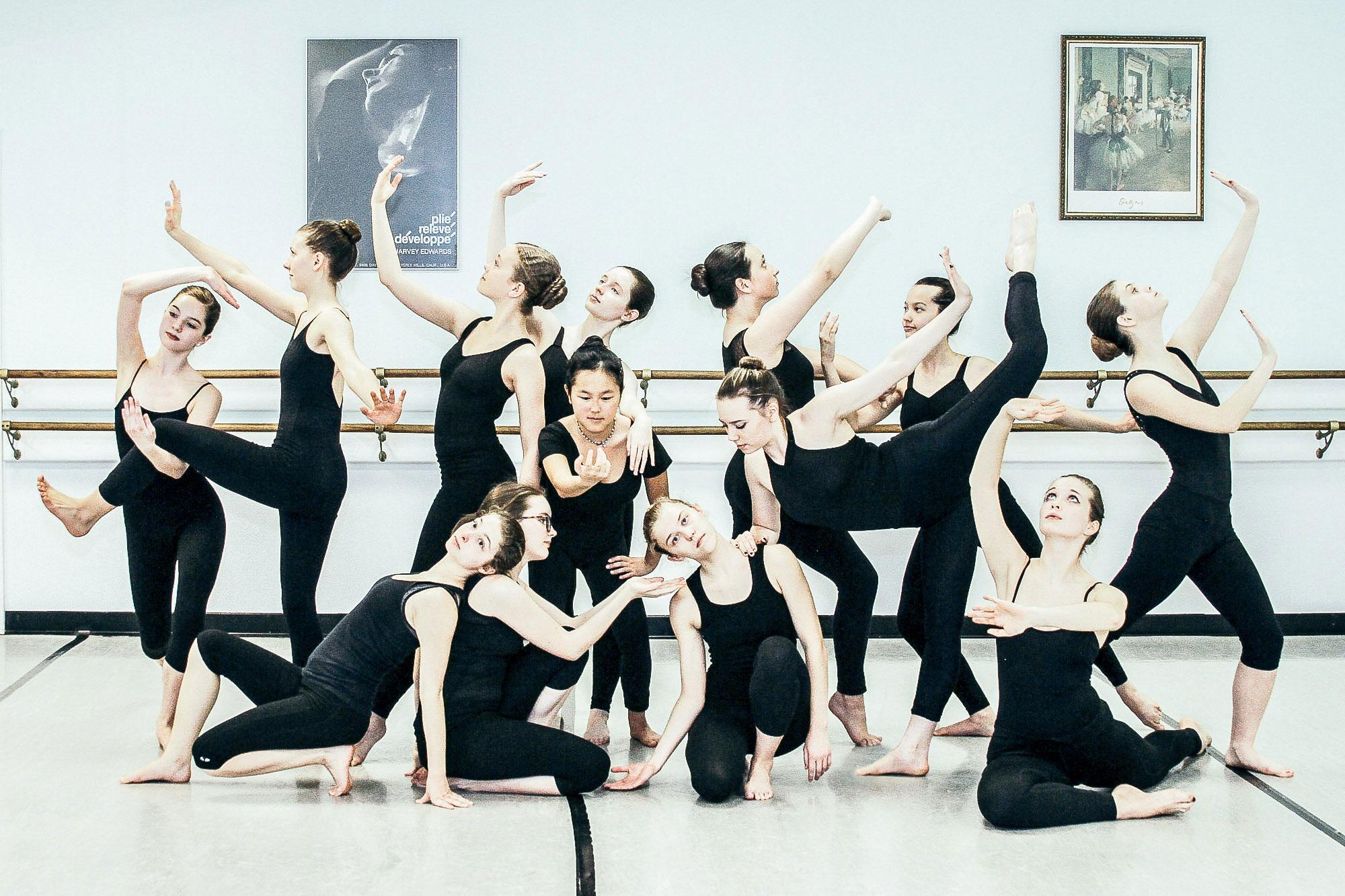 WEAD modern dancers