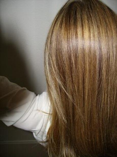 Dunkle strhnen auf blondem haar