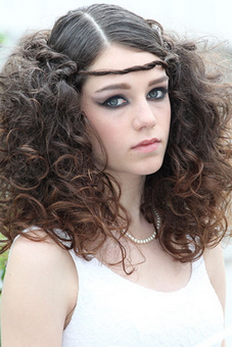 Frisuren lockige haare mittellang