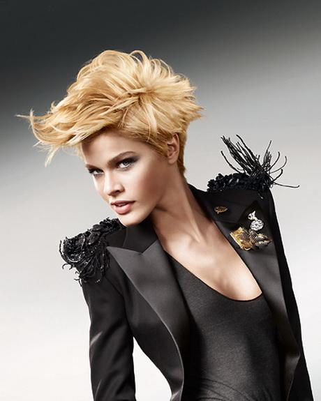 Kurze haare mit strhnen