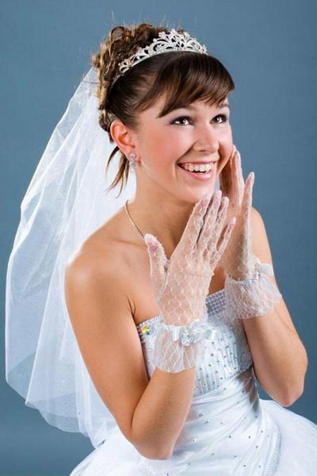 Brautfrisuren mittellanges haar mit diadem