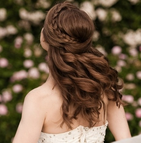 Frisuren geflochten und locken