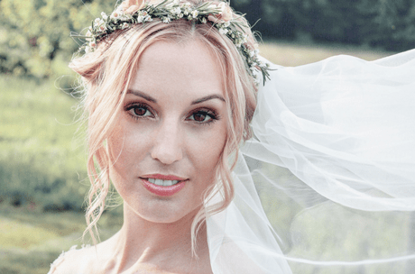 Brautfrisur blumenkranz und schleier