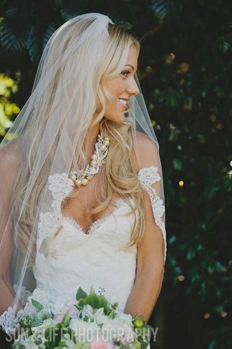 Brautfrisur lange haare schleier
