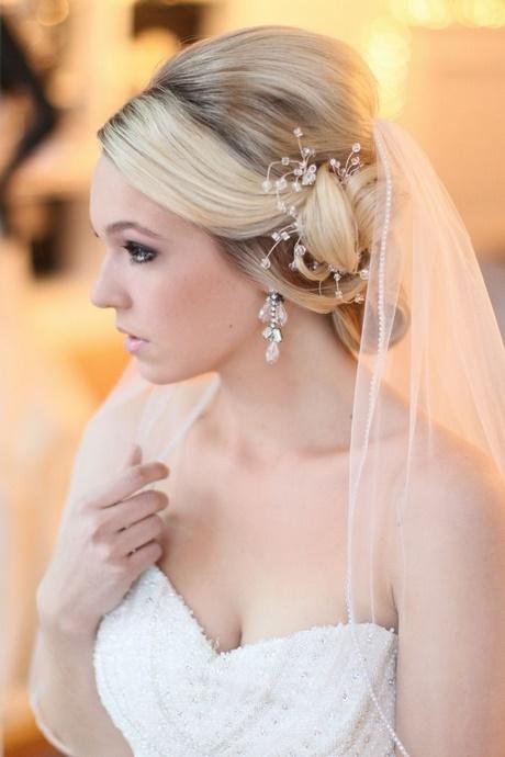 Brautfrisuren hochgesteckt mit schleier
