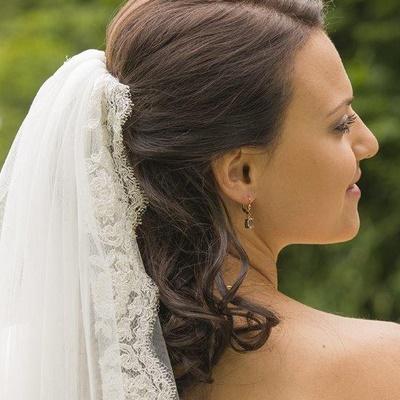 Brautfrisuren mit schleier halboffen