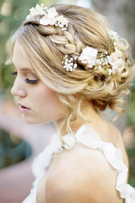 Hochzeitsfrisuren hochgesteckt mit blumen