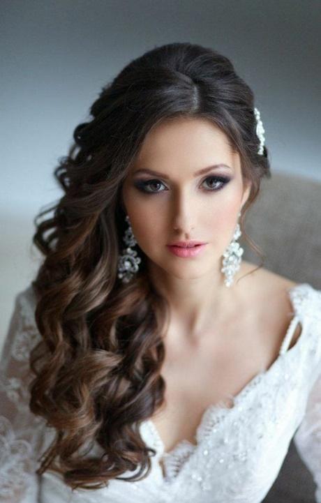 Hochzeitsfrisuren locken seitlich